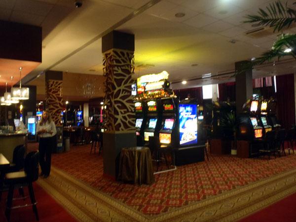 Играть за счет казино