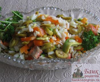 Вкусный салат с крабами и авокадо рецепт
