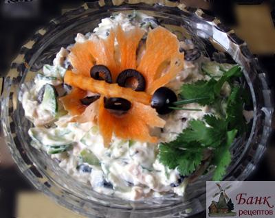 Рецепт легкого салата с кальмарами (фото)