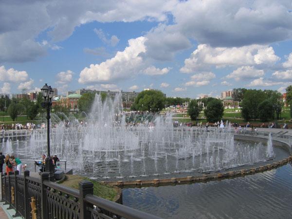 Где можно погулять в Москве парки (коломенский, царицыно), красивые места? ваше мнение.