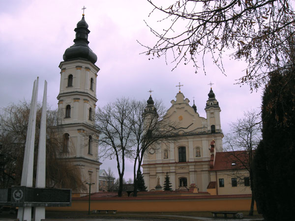 Монастырь Францисканцев и костел успения Пресвятой Девы Марии, фото