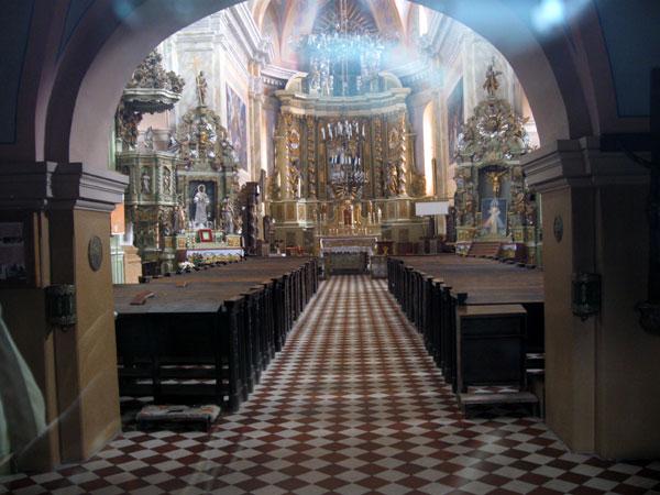 Интерьер костела, фото