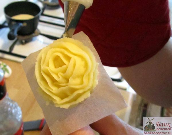 Как сделать кондитерскую розу фото 306