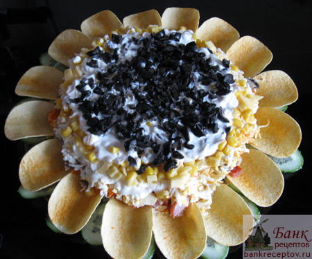 Рецепт салата с чипсами Подсолнух
