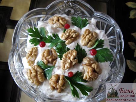 Как приготовить салат с кальмарами к праздничному столу, фото