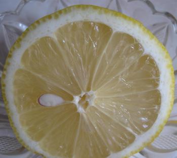 Лечение кашля лимоном, фото